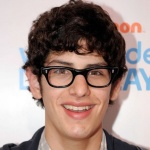 "Matt Bennett será Irmão de Howard na Oitava Temporada da Série ""The Big Bang Theory"""