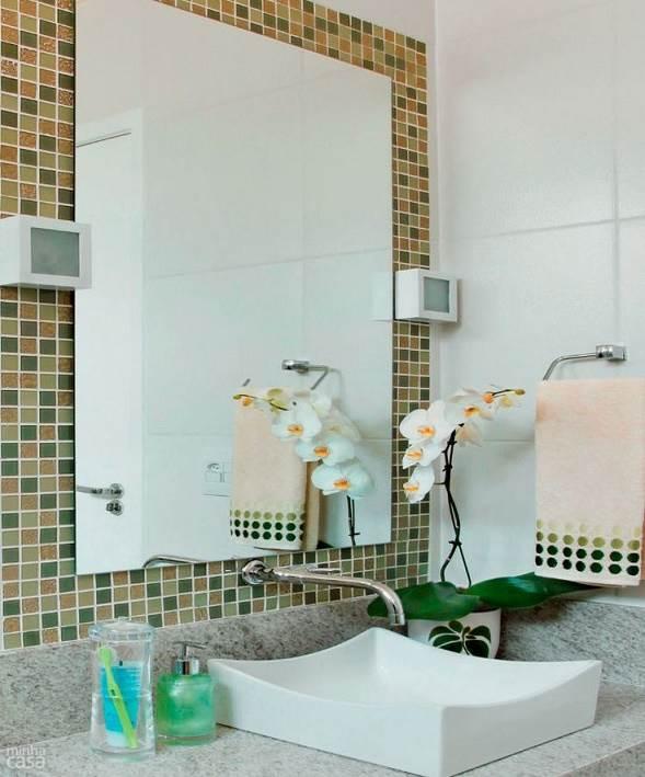 Dicas para decorar o espelho do banheiro -> Banheiro Com Pastilha Embaixo Do Espelho