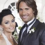 Protagonistas da novela 'Teresa' comemoram um ano de namoro viajando pelo mundo