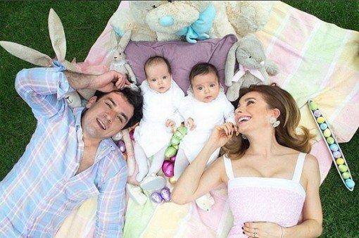 jorge-salinas-e-elizabeth-alvarez-comemoram-pascoa-com-seus-filhos