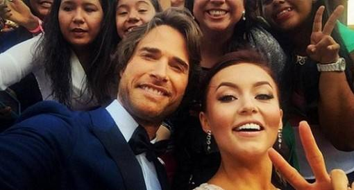 angelique-boyer-e-sebastian-rulli-no-premio-tv-y-novelas-2016-4
