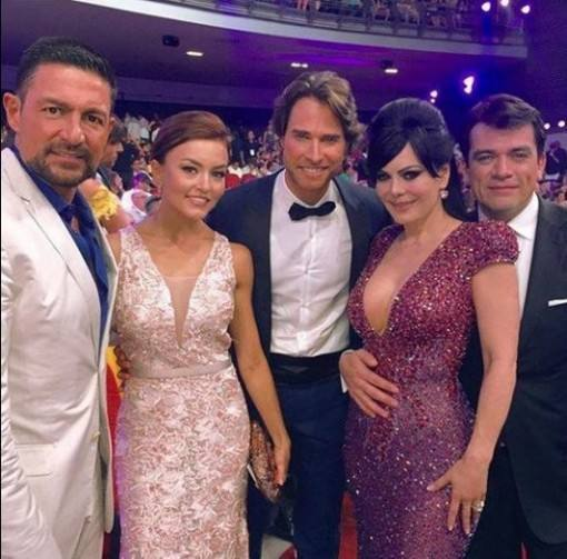 angelique-boyer-e-sebastian-rulli-no-premio-tv-y-novelas-2016-5