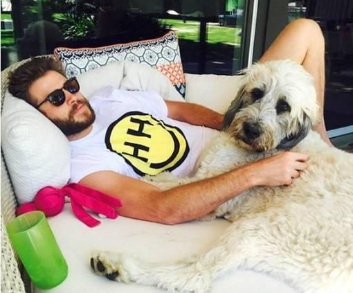 Miley-Cyrus-posta-foto-de-Liam-Hemsworth