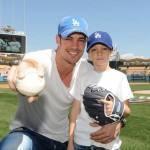 William Levy apoia seu filho no beisebol