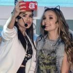 Larissa Manoela e Maisa Silva capricham nos looks em festa do SBT