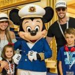 William Levy publica foto com seus filhos em rede social
