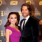Angelique Boyer e Sebastián Rulli interrompem férias para ir à premiação