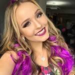 Após terminar namoro, Larissa Manoela aparece sorridente nas redes sociais