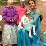 Angelique Boyer se Fantasia de Elsa do Frozen e Realiza Sonho de Crianças com Câncer