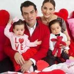 Gêmeos de Jorge Salinas e Elizabeth Ávarez Estão Tendo Aula de Música