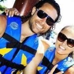 Angelique Boyer e Sebastián Rulli se Divertem com Animais em Parque Aquático