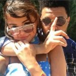 Selena Gomez Assume Namoro em Suas Redes Sociais