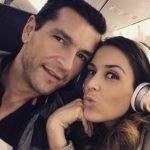 Jacqueline Bracamontes discute com marido em restaurante e finge está tudo bem