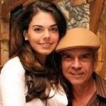 Lívia Brito trabalha ao lado do pai em série de TV
