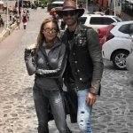 Sebastián Rulli e Angelique Boyer passeiam de moto pelo México
