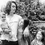 Bárbara Mori posta foto de Sergio Mori com suas irmãs e sua filha
