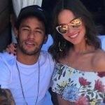 Bruna Marquezine e Neymar comemoram o dia dos namorados com beijos e declarações nas redes sociais