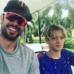 William Levy compartilha vídeo de momento descontraído com seu filho