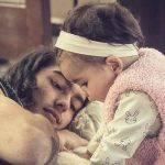Bárbara Mori posta foto do filho com a neta