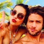 Paulina Goto de Um Caminho para o Destino aparece super maquiada na praia