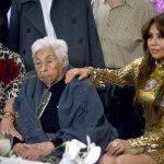 Thalia e Laura Zapata de reencontram em aniversário de 100 anos de sua avó