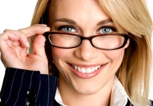 maquiagem-para-mulheres-que-usam-oculos