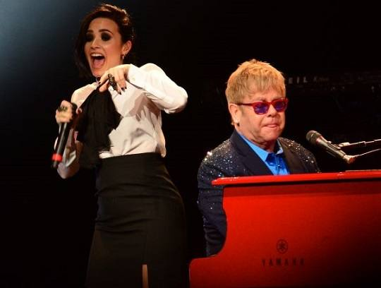 demi-lovato-e-Elton-John-cantam-juntos-2