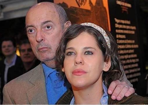 Bárbara-Paz-em-choque-com a morte-do-marido-Hector-Babenco