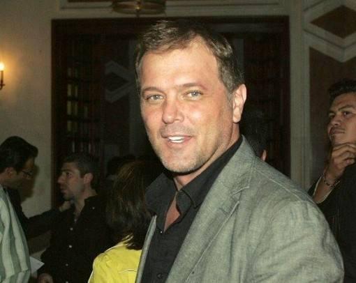 ator-da-novela-cuidado-com-o-anjo-apresenta-terceiro-filho-2