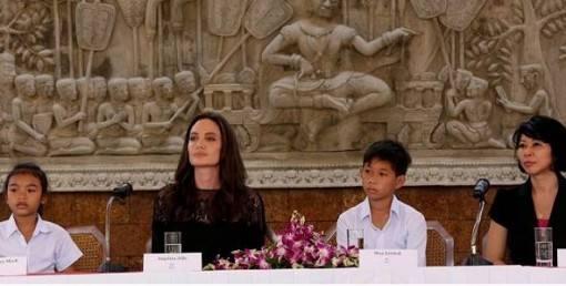 angelina-jolie-aparece-em-público-apos-se-divorciar-5