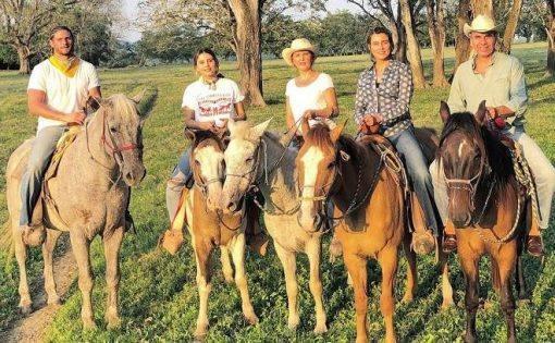 Paulina Goto com namorado e familia