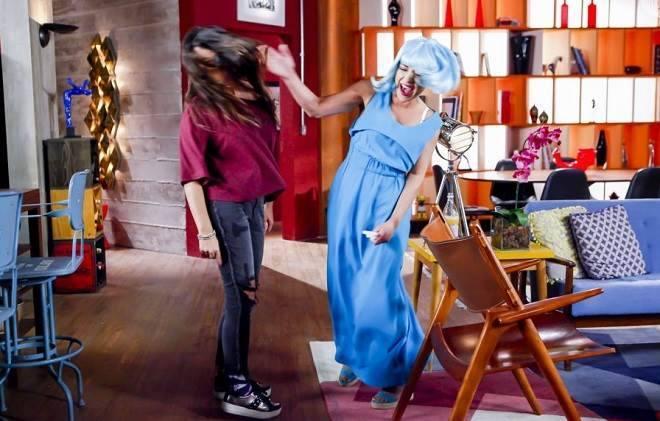 Carinha de Anjo: Estefânia discute com Cassandra
