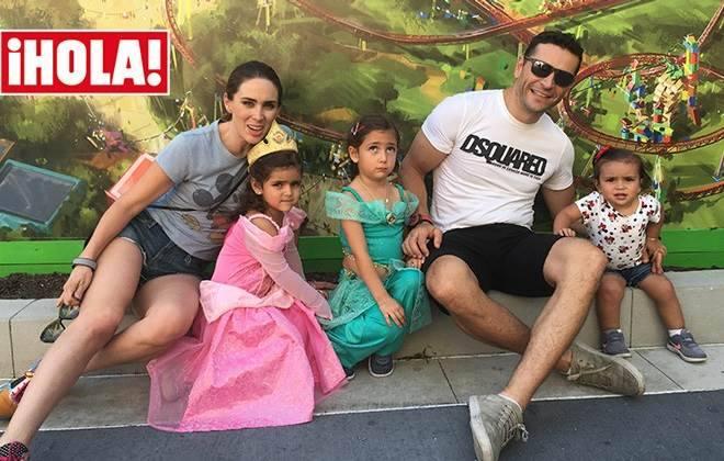 Jacqueline Bracamontes e sua família na Disney