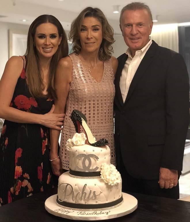 bolo de aniversário da mãe da Jacqueline Bracamontes