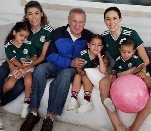 Jacqueline Bracamontes reúne toda a família para torce na Copa do Mundo 2018