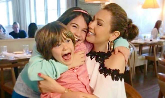 thalia e seus filhos