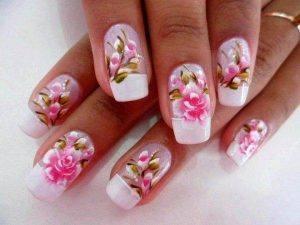 unhas decoradas com flores que estão na moda