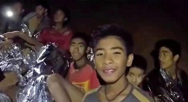 Garotos presos em caverna na Tailândia