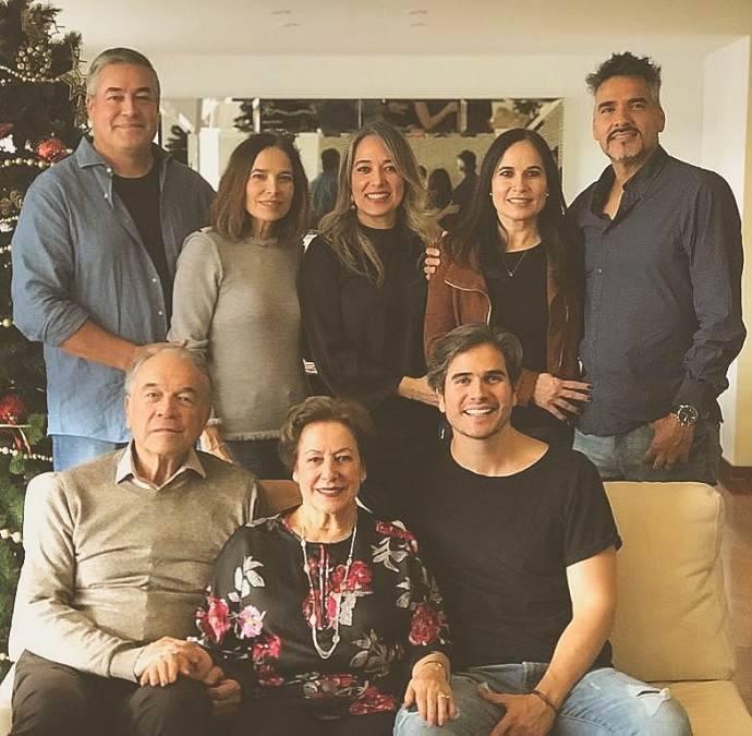 Daniel Arenas posa com toda a sua família
