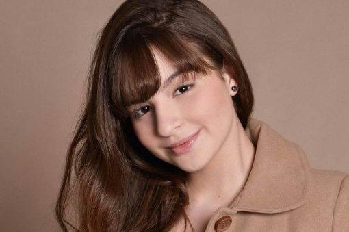 Sophia Valverde muda o visual