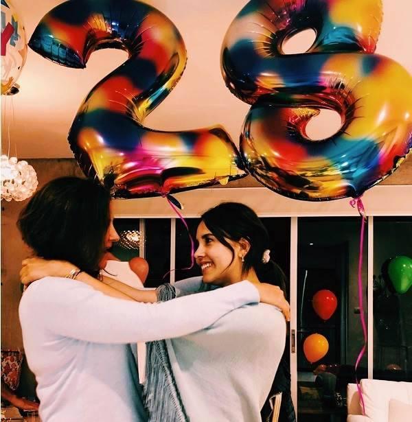 Paulina Goto ganha festa de aniversário surpresa