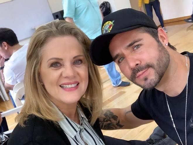 José Ron e atriz de A Gata