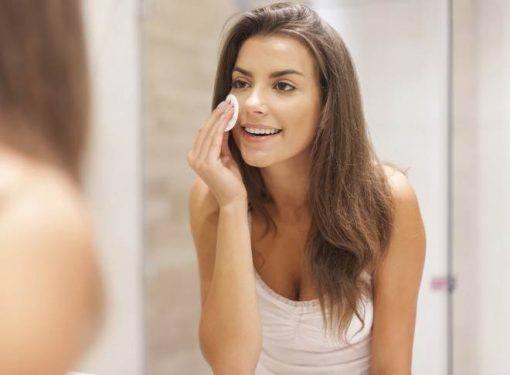 tirar a maquiagem antes de dormir