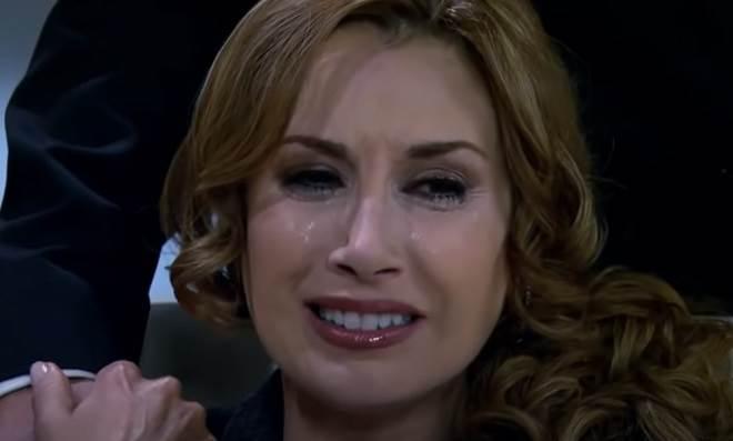 Quando Me Apaixono: Regina descobre que Renata e não Roberta é sua filha