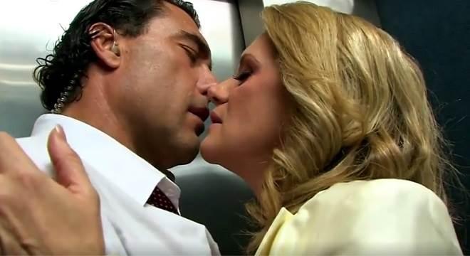 Amores Verdadeiros: Vitória e José Ângelo ficam presos em elevador