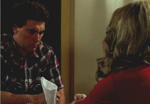Amores verdadeiros: Após incêndio, Vitória pede para José Ângelo voltar a ser seu guarda-costas
