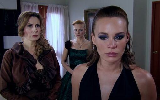 Quando Me Apaixono: Renata e Regina contam a verdade para Roberta e a colocam contra a parede