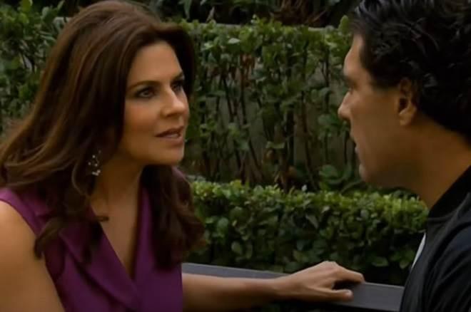 Amores Verdadeiros: Cristina recebe carta anônima e briga com Aguiar