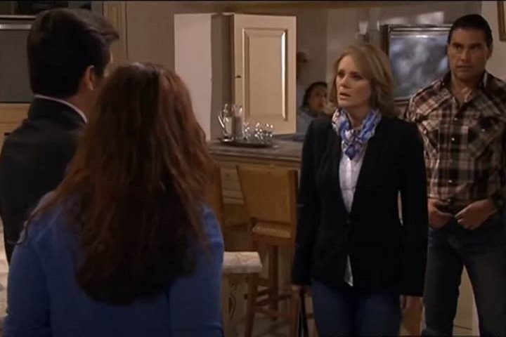 Amores Verdadeiros: Cristina e Nelson pegam Vitória e Aguiar em situação comprometedora