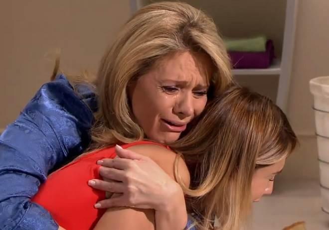 Amores Verdadeiros: Vitória encontra Nikki vomitando e se desespera